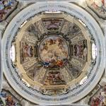 """Particolare della cupola : """" Trionfo della S.S. Trinità """" - 1737-1738 , figure di Antonio Milocco da Busca ; finte architetture e ornati  dei fratelli Carlo e Giovanni Pietro Pozzo ; quadrature di Giuseppe Dallamano ."""