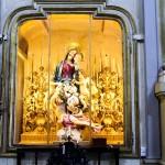 Gruppo ligneo processionale della Madonna del Buon Consiglio , Patrona delle Consorelle ! Opera dello scultore Antonio Roasio da Mondovì - Portato in processione per la 1^ volta nel 1844 .