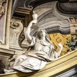 Altare Maggiore -  Allegorie di una delle tre virtù teologali : FEDE ( stucco di Bernardino Barelli )