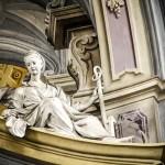 Altare Maggiore -  Allegorie di una delle tre virtù teologali : SPERANZA ( stucco di Bernardino Barelli )