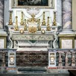 Altare Laterale Dex : patronato della Famiglia  Celebrini della Predosa ( stemma con corona comitale ).