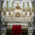 Altare Laterale Six : Patronato della Famiglia Celebrini di Cornegliano ( stemma su balaustra senza corona ).