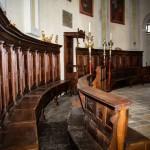 Serie di Stalli nel Coro Ligneo dietro Altare Maggiore : opera del Minusiere Andrea Stroppiana di Torino - Prima metà del ' 700 .