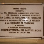 CORO : lato Six . - Lapide commemorativa dei primi interventi di restauro dopo la fine delle attività della Confraternita nel 1960.